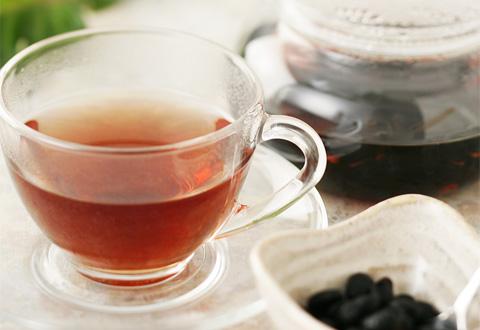 カフェインの量を気にするのならば、黒豆茶に切り替えるのもあり